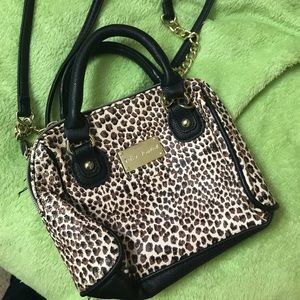 Betsey Johnson leopard 👛